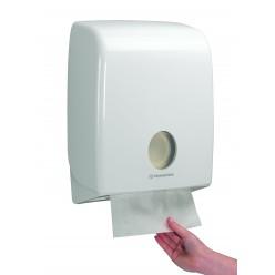 Dispenser voor C-gevouwen handdoek